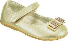 Sapato Toke Classic Ouro PerolizadoSapatilha Toke Classic, confeccionada em couro, com tira no cabedal e Laço decorativo com strass. Fechamento por fivela Apresenta interior em couro, palmilha macia e solado de borracha.