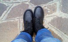 Raffaella del team di Stiletico calza il Combat Boot by Vegetarian Shoes.