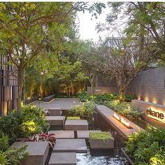 Sonhando em poder acordar e ter um jardim desse para contemplar!  Paisagismo do incrível Alex Hanazaki  #paisagismodesigndecor #olioliteam