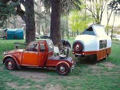 Ah, the art of glamping. Combining chic ideas with the outdoors, glamping is a way to have fun and be comfortable. Not quite camping yet not quite a s. Car Trailer, Teardrop Trailer, Camper Trailers, Retro Trailers, Teardrop Campers, Camping Glamping, Outdoor Camping, Psa Peugeot Citroen, 2cv6