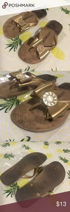 Jack Rogers bow flip flops // bow  /// size 7 Show lots of wear on foot bed and bottoms but look good while wearing. Cute bow Jack Rogers Shoes