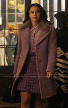 Presenting the charming and alluring Veronica Lodge Coat inspired from the series Riverdale. Remark your style statement this winter in Riverdale appealing collection Veronica Lodge Outfits, Veronica Lodge Fashion, Veronica Lodge Style, Fashion Tv, Fashion Outfits, Mode Outfits, Girl Outfits, Veronica Lodge Riverdale, Mode Geek