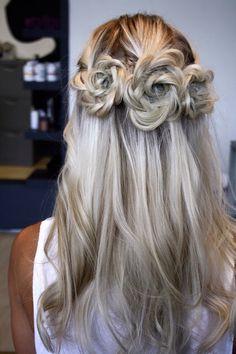 Hair flowers design. So pretty. OMG!