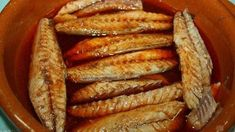 Caballa en escabeche Spanish Kitchen, Spanish Food, Baby Food Recipes, Mexican Food Recipes, Healthy Recipes, Mackerel Fish, Fish And Seafood, Tapas, Hot Dog Buns
