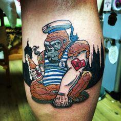 #tschiggy #tschiggys #tschiggysbubblegumarttattoo #inked #ink #inkstagram #tattoo #tat #tattoos #tattooed #hamburgtattoo #femaletattooartist #affe #monkey #astra #astrabier #hafenliebe #hallesaale #hamburg  In einer Stadt voller Affen  ist es laut.....
