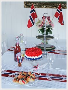 Norway May 17 Celebration / Constitution Day, Norwegian Food, Public Holidays, Time To Celebrate, Norway, 4th Of July, Diy And Crafts, Celebration, Table Settings