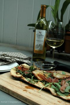Krayl's Grilled Fig Arugula and Prosciutto Pizza Recipe for #NationalPizzaMonth A Gallo Family Wine Pairing #SundaySupper #GalloFamily