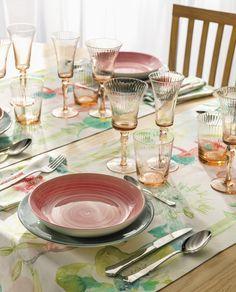 Mesas coloridas para refeições inesquecíveis