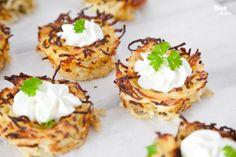 Potato Nests With Creamy Cheese. Potato Nests With Creamy Cheese. Potato Appetizers, Appetizer Recipes, Easy Healthy Recipes, Real Food Recipes, Yummy Recipes, Potato Pasta, Potato Onion, Bite Size Food, Good Food