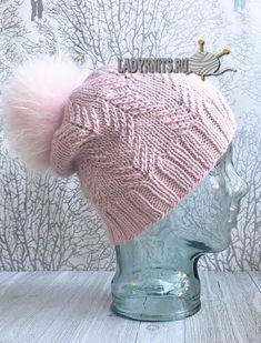 Вязаная спицами оригинальная молодежная шапка, описание