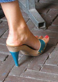 Sexy Legs And Heels, Hot High Heels, High Heels Stilettos, Sexy Sandals, Bare Foot Sandals, Wooden Sandals, Barefoot Girls, Gorgeous Heels, Sexy Toes
