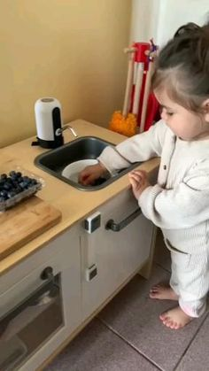 Cute Funny Baby Videos, Cute Funny Babies, Funny Videos For Kids, Funny Kids, Cute Kids, Cute Baby Quotes, Cute Baby Girl Pictures, Baby Photos, Cute Baby Cats
