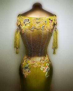 House of Dior (French, founded John Galliano (British, born Gibraltar, Dress, spring/summer 1997 haute couture. Yellow-green silk charmeuse with macramé and embroidery of polychrome silk thread; Courtesy of Christian Dior Couture John Galliano, Vintage Outfits, Vintage Dresses, Vintage Fashion, 1960 Dress, Dior Dress, Christian Dior Couture, Estilo Hippie, Couture Embroidery