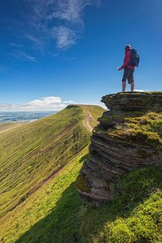 The Ultimate Guide On Everything You Have To Do, See And Eat In Wales, UK Breathtaking Places To Experience When Visiting Wales, Great Britain South Wales, Wales Uk, Visit Wales, Brecon Beacons, Beautiful Castles, Countries Of The World, Great Britain, Travel Inspiration, Travel Ideas