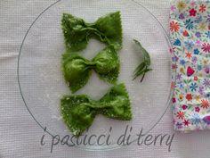 Questi Ravioli fatti a Farfalla con bresaola e ricotta, vi stupiranno per il loro sapore morbido e particolare. E poi la forma non è carina? http://www.ipasticciditerry.com/ravioli-farfalle-con-bresaola-e-ricotta/