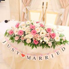 \素敵な高砂をつくろう/先輩花嫁さんの〔拘りポイント〕が詰まったメインテーブル特集* | marry[マリー] Reception Decorations, Table Decorations, Air Plants, Wedding Table, Floral Arrangements, Wedding Flowers, Party, Instagram Posts, Pink
