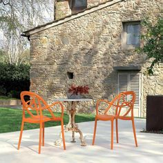The Etoile chair with armrests by Green is made from polypropylene. It can be used both indoor and outdoor.
