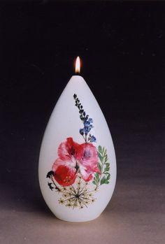 bougie personnalisée avec des fleurs séchées pour une déco végétale et ambiance zen