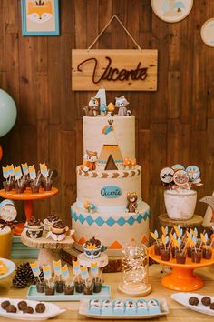 Blog Encontrando Ideias Indian Party Themes, Indian Birthday Parties, Wild One Birthday Party, Safari Birthday Party, Animal Birthday Cakes, Baby Birthday Cakes, Baby Boy First Birthday, Fox Party, Baby Party