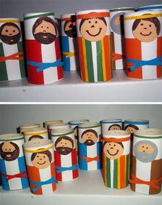 Genesis 36: Jozef en zijn 12 broers. Gemaakt van toiletrollen.