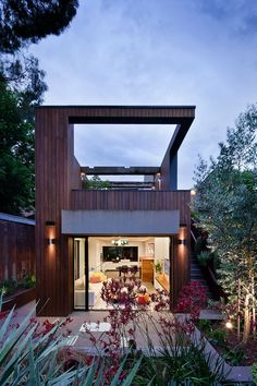 House in Fitzroy, Victoria, Australia by Techne Architects.