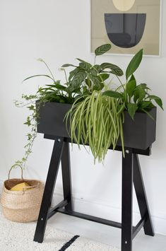 Make this beautiful plant box using the cheap IKEA Console table top – Ikea hack – Ikea Hacks Ikea Console Table, Ikea Desk, Ikea Trestle Table, Ikea Stool, Ikea Interior, Interior Decorating, Decorating Ideas, Bedroom Hacks, Ikea Bedroom
