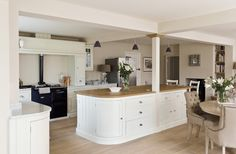 Love this Neptune Suffolk Kitchen with navy aga and Henley Mocha Linen Dining Chairs Small Cottage Kitchen, Barn Kitchen, Kitchen Family Rooms, Open Plan Kitchen, Kitchen Living, Country Kitchen, New Kitchen, Kitchen Decor, Kitchen Ideas