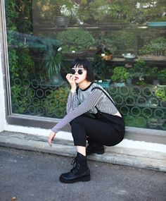 Japanese street wear, a nod to trad goths Asian Street Style, Tokyo Street Style, Japanese Street Fashion, Tokyo Fashion, Asian Style, Grunge Fashion, Love Fashion, Korean Fashion, Fashion Beauty
