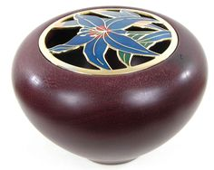 http://www.alittlemarket.com/accessoires-de-maison/pot_pourri_dore_fleur_violette_et_bleu_en_emaux_en_bois_exotique-6829567.html