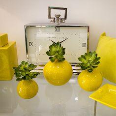 Jarrones en amarillo http://pazvial.cl/