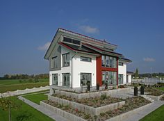 Musterhaus Style in Hohenhardtsweiler | Außenansicht mit Garten | Plusenergiehaus