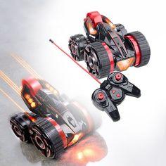 Das ferngesteuerte Stunt-Auto mit LED Beleuchtung ist ein wahrer Gigant wenn es um actionreiche Manöver geht. Ausgestattet mit cooler LED Beleuchtung und einem zusätzlichen Rad lässt sich der Flitzer mit einer Fernbedienung rasant und kurvenreich mit garantiert viel Spaß steuern.