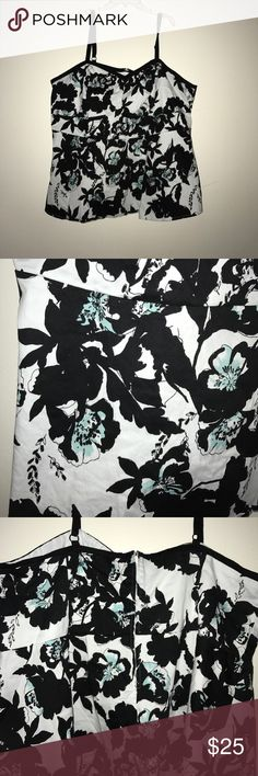Floral top Beautiful floral top! Dress it up or down! Zips in the back torrid Tops