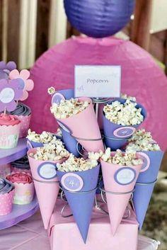 Conos de palomitas para fiesta de cumpleaños de Doctora Juguetes