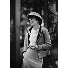 This broad had serious style.      1stdibs | Mark Shaw-Editioned Portrait of Coco Chanel#1 , Paris, 1957