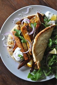 Aug 5, 2020 - Vegan Greek tofu and fry wraps are super easy and so yummy. Perfect for meal prepping or just a delicious weeknight dinner. Vegetarian Recipes Dinner, Tofu Recipes, Dinner Recipes, Vegan Meals, Vegan Dishes, Recipies, Healthy Recipes, Vegan Greek, Raw Vegan