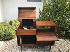 MID CENTURY MODERN Media Stand/Bar/Record Player Cabinet Los