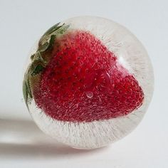 The Polar Ice Tray Will (Finally) Give You Perfectly Clear Ice Spheres The Polar Ice Tray Will (Finally) Give You Perfectly Clear Ice Spheres — Would You Fund This? Sashimi with ice cubes . Flavored Ice Cubes, Flavor Ice, Fruit Ice, Cube Design, Think Food, Ice Ice Baby, Food Science, Cocktail Drinks, Cocktail Recipes