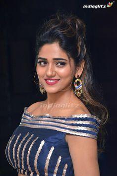 Bollywood Actress Hot Photos, Bollywood Girls, Tamil Actress Photos, Beautiful Bollywood Actress, Beautiful Actresses, South Indian Actress Hot, Indian Actress Hot Pics, Indian Actresses, Beautiful Girl Indian