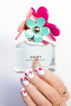 Marc Jacobs Daisy inspired nails. #nailart #marcjacobs
