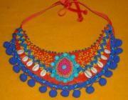 collar babero fieltro y abalorios , terminacion cinta terciopleo naranja