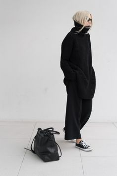 effortless chic with only 2 garments : a turtle neck sweater and a trousers