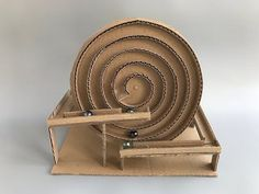 How to make spiral Marble Machine - cardboard toy - Ideas for children , Kinetic Toys, Kinetic Art, Wood Crafts, Diy And Crafts, Marble Toys, Carton Diy, Diy Karton, Marble Machine, Marble Maze
