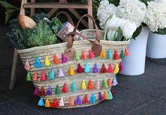 Capazos decorados con borlitas