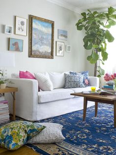 There's just something about this airy fresh color combination that makes me want to plop right down on that sofa!