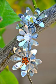 Tutorial DIY how to make flowers from soda cans. Metal Flower Hair Clip{Crissy's Crafts}   The CSI Project