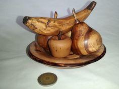 Frutas torneadas y talladas en madera