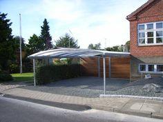 Carport i Randers. Fed opdeling mellem indkørsel, skur og have