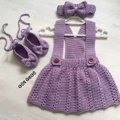 No photo description available. Crochet Toddler, Baby Girl Crochet, Crochet Baby Clothes, Baby Kids Clothes, Girls Knitted Dress, Knitted Romper, Childrens Coats, Baby Pullover, Baby Suit