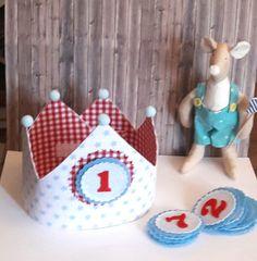 Coronas - Corona de cumpleaños reversible REGALO CUMPLEAÑOS - hecho a mano por Nenes-y-Mamas en DaWanda Paper Butterflies, Cake Smash, Party Time, Bears, Crafts For Kids, Preschool, Patches, Baby Shower, Babies